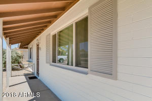 Crisp and Clean this remodeled Sun City home is ready for you!