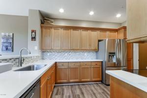 Newly updated kitchen floor/appliances/quartz counter tops and backsplash