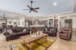 1535 W CLOUD Road, Phoenix, AZ 85086