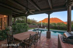 Gorgeous patio, barbeque and outdoor living complete with mountain and sunset views!