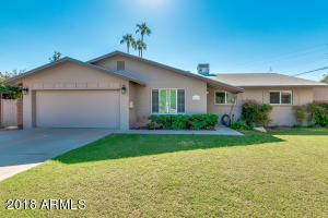 This home is located in Tempe Gardens, close to ASU, neighborhood to the college professors and employees