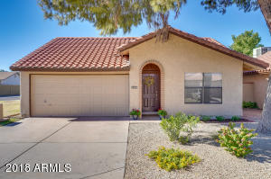 11626 S Papago Circle, Phoenix, AZ 85044