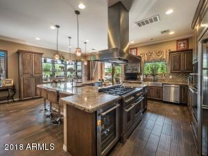 What a great kitchen for entertaining