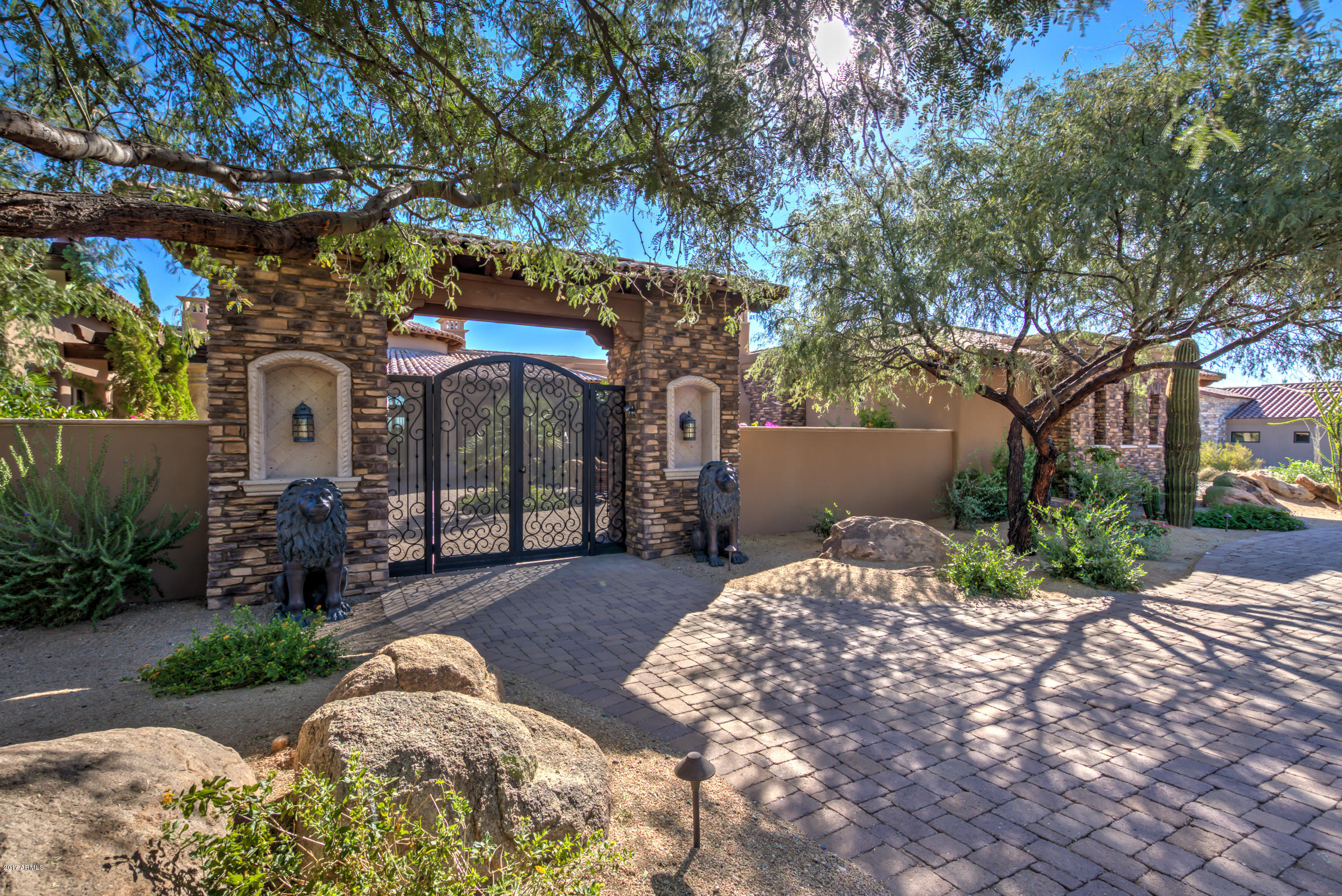 Photo of 8669 E OVERLOOK Drive, Scottsdale, AZ 85255