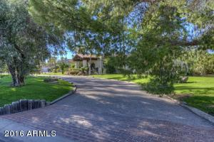 8716 N 55TH Place