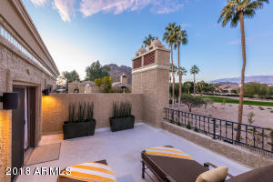 - Large Master Suite Balcony - Mountain views North, East and West