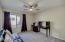 Main Level bedroom Suite w/private Bath