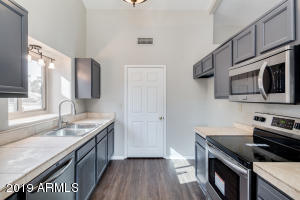 19055 N 5TH Avenue, Phoenix, AZ 85027