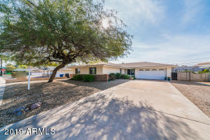 Such a charming fully-remodeled home in Tempe!