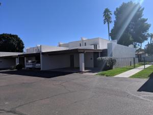 Beautiful Tempe townhome! Only one attached wall.