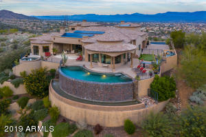 One of the largest Infiniti edge pools in Fountain Hills