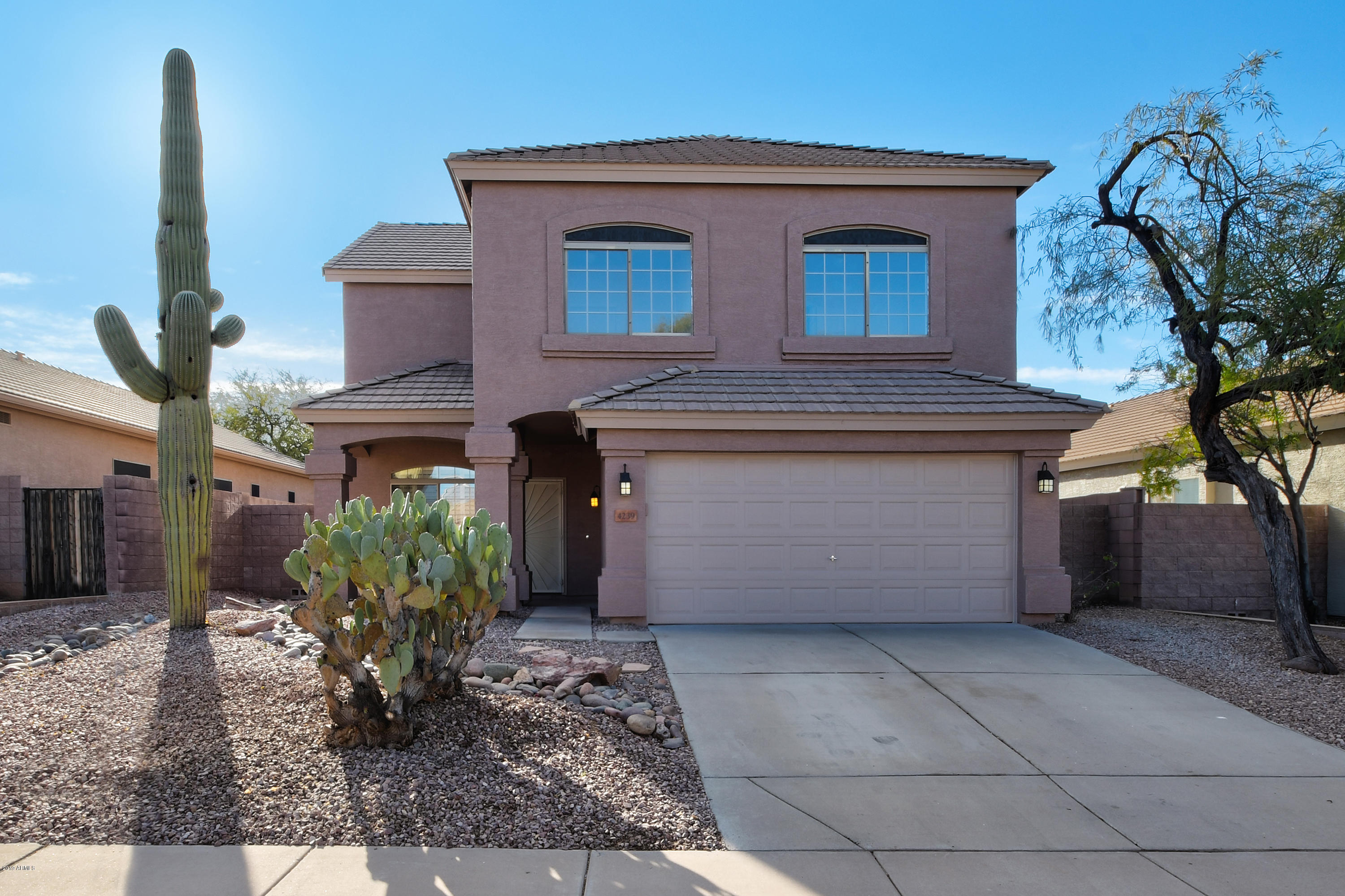 Photo of 4239 E TETHER Trail, Phoenix, AZ 85050