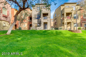 Beautiful End Unit fronts Grassy Courtyard.
