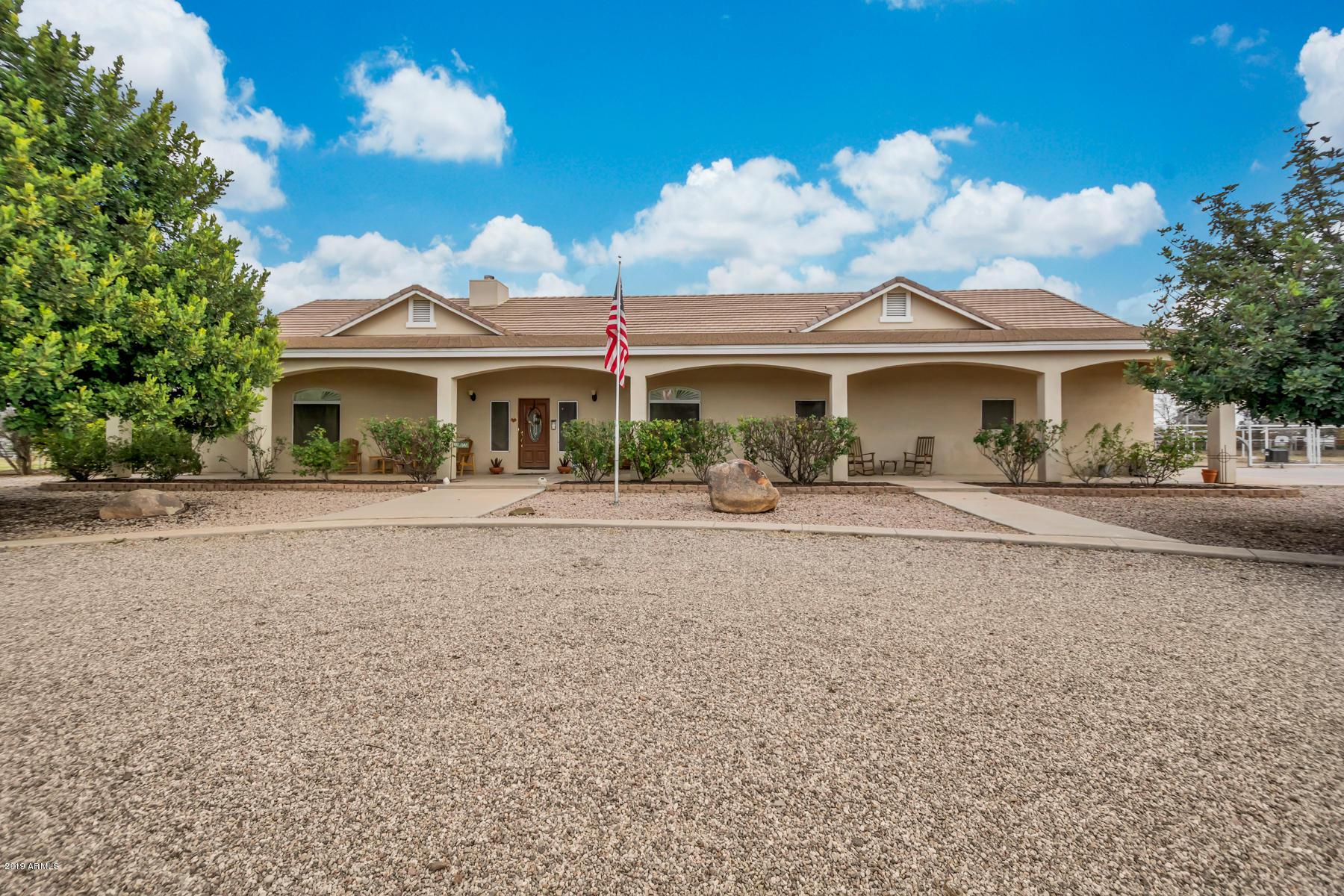 Photo of 39791 N COUNTRY Lane, San Tan Valley, AZ 85140