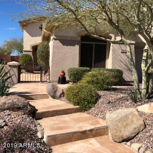 Beautiful Bonavista model with flagstone walk and entry courtyard