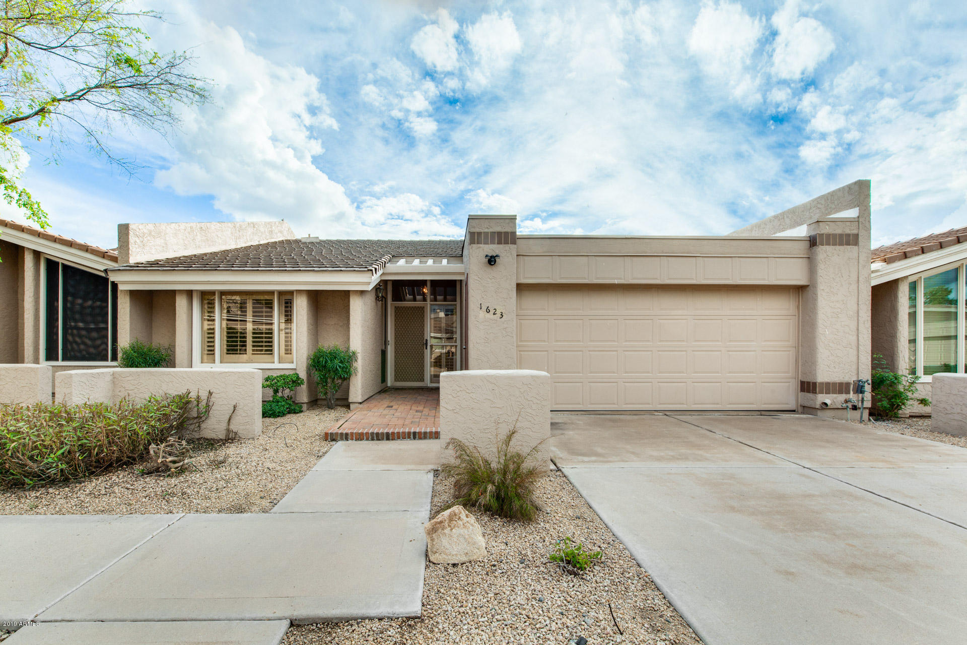 Photo of 1623 E CACTUS WREN Drive, Phoenix, AZ 85020