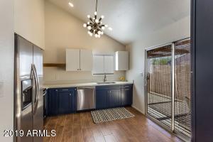 1121 E KALER Drive, Phoenix, AZ 85020