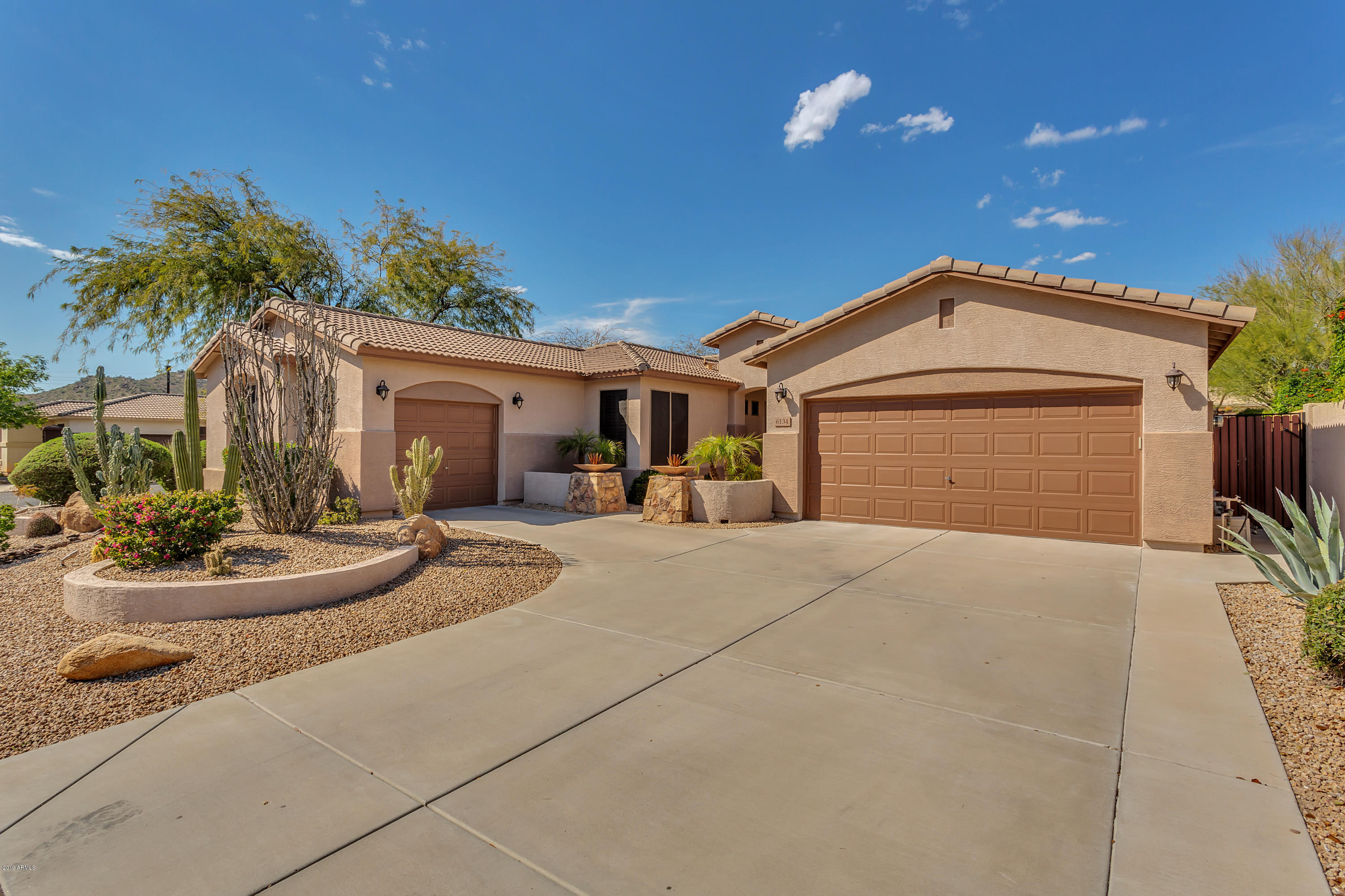 Photo of 6134 W HEDGEHOG Place, Phoenix, AZ 85083