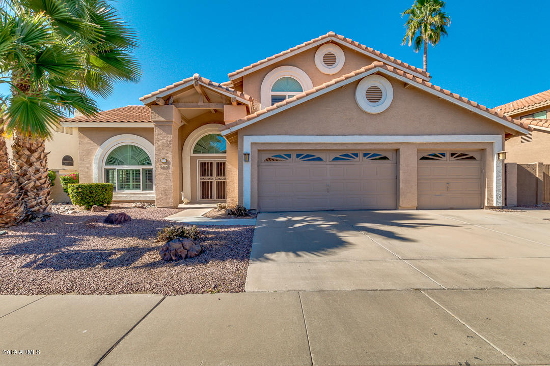 Photo of 944 W IRIS Drive, Gilbert, AZ 85233
