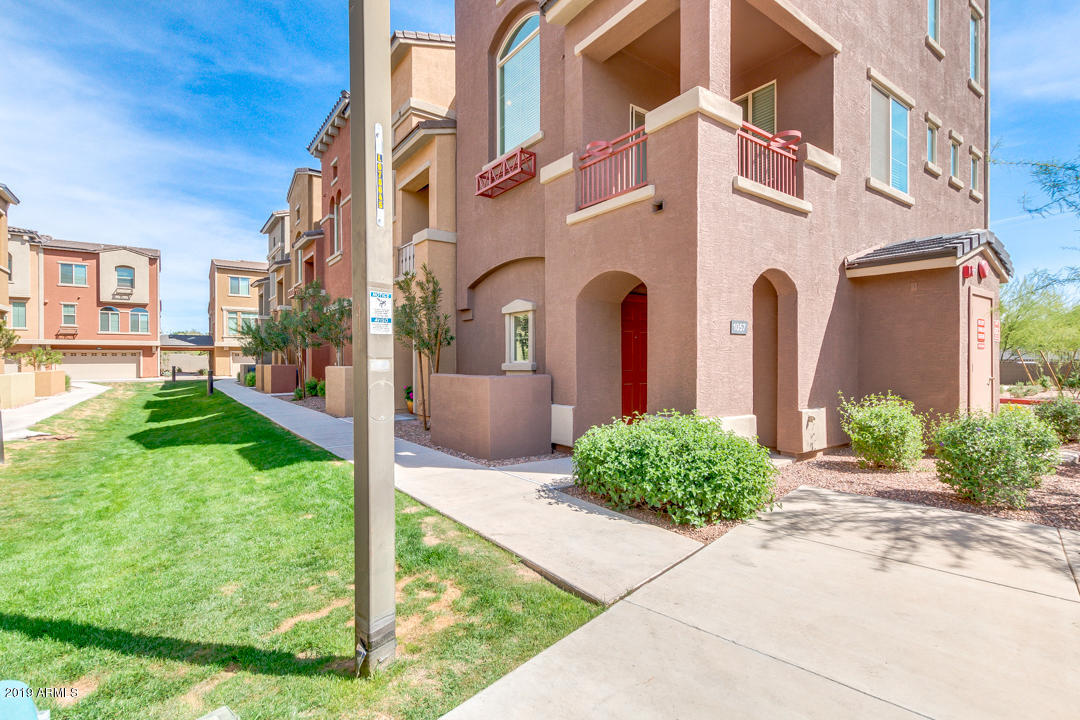 Photo of 240 W JUNIPER Avenue #1057, Gilbert, AZ 85233