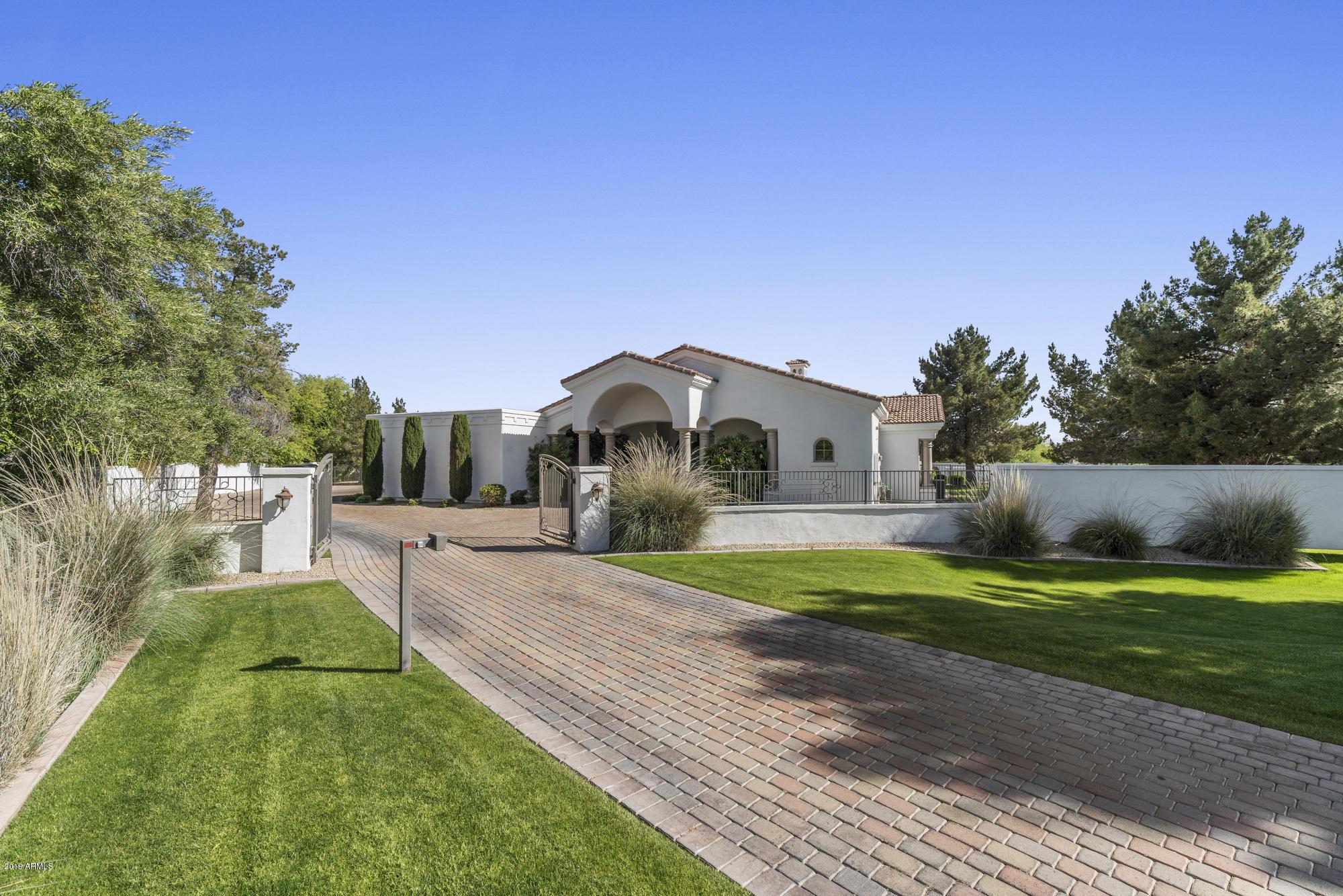 Photo of 7139 E BERNEIL Drive, Paradise Valley, AZ 85253