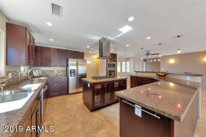 Beautiful upgraded kitchen that any cook would love to work in!