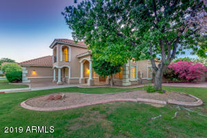 CULDESAC CORNER LOT WITH AMAZING MATURE TREES AND SURROUNDING CUSTOM HOMES THAT MAKE YOU FEEL LIKE YOU ARE NOT IN AZ.