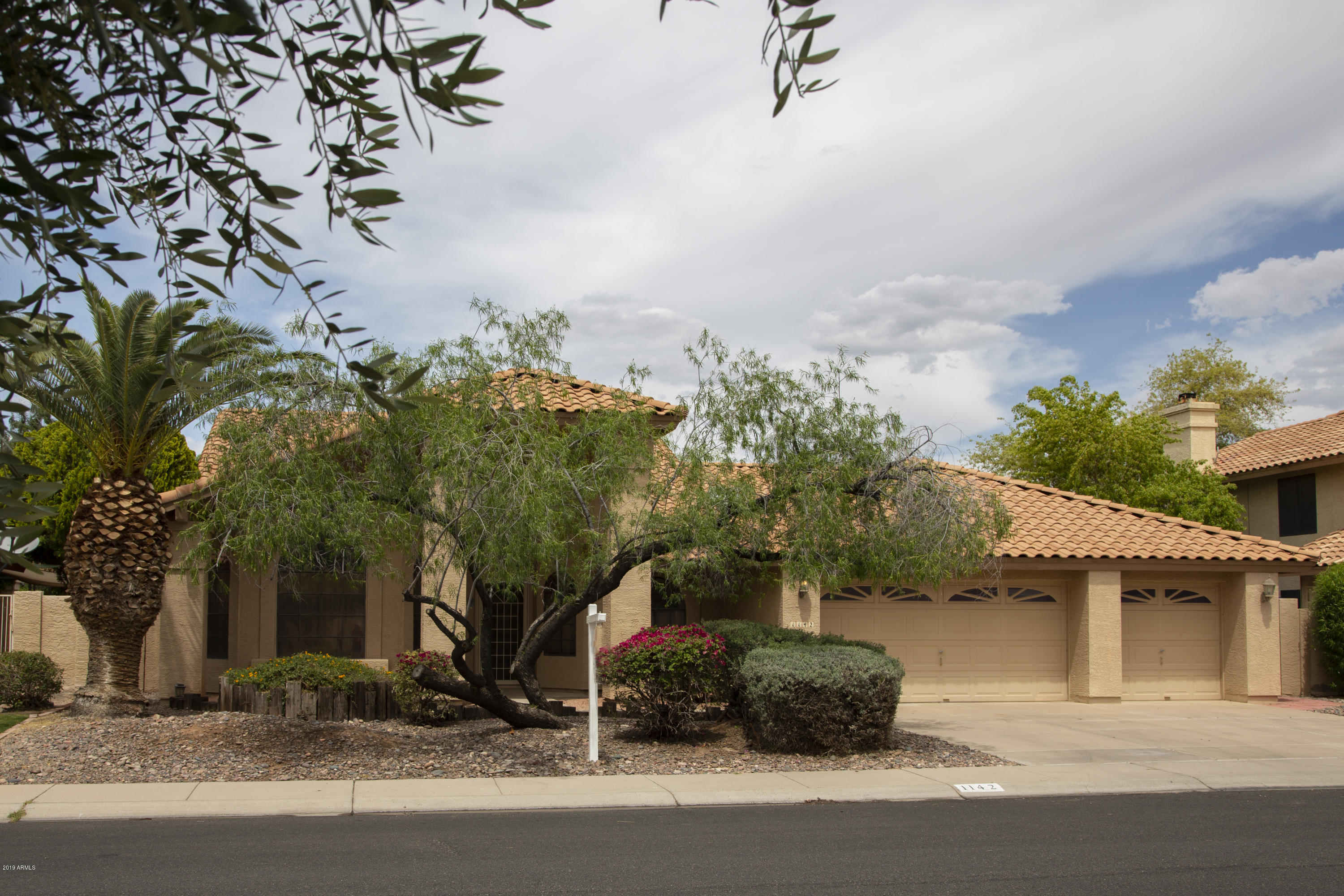 Photo of 1142 W NEWPORT BEACH Drive, Gilbert, AZ 85233