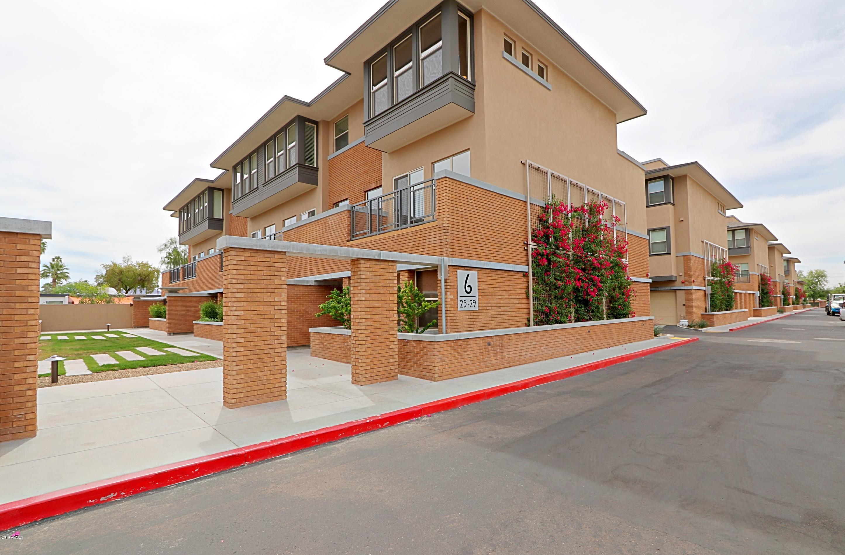 Photo of 1400 E BETHANY HOME Road #25, Phoenix, AZ 85014