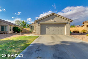 872 W DESERT HILLS Drive, San Tan Valley, AZ 85143