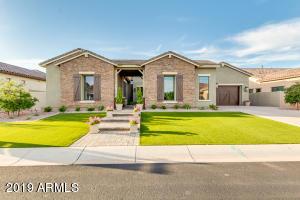 2500 E RAVENSWOOD Drive, Gilbert, AZ 85298
