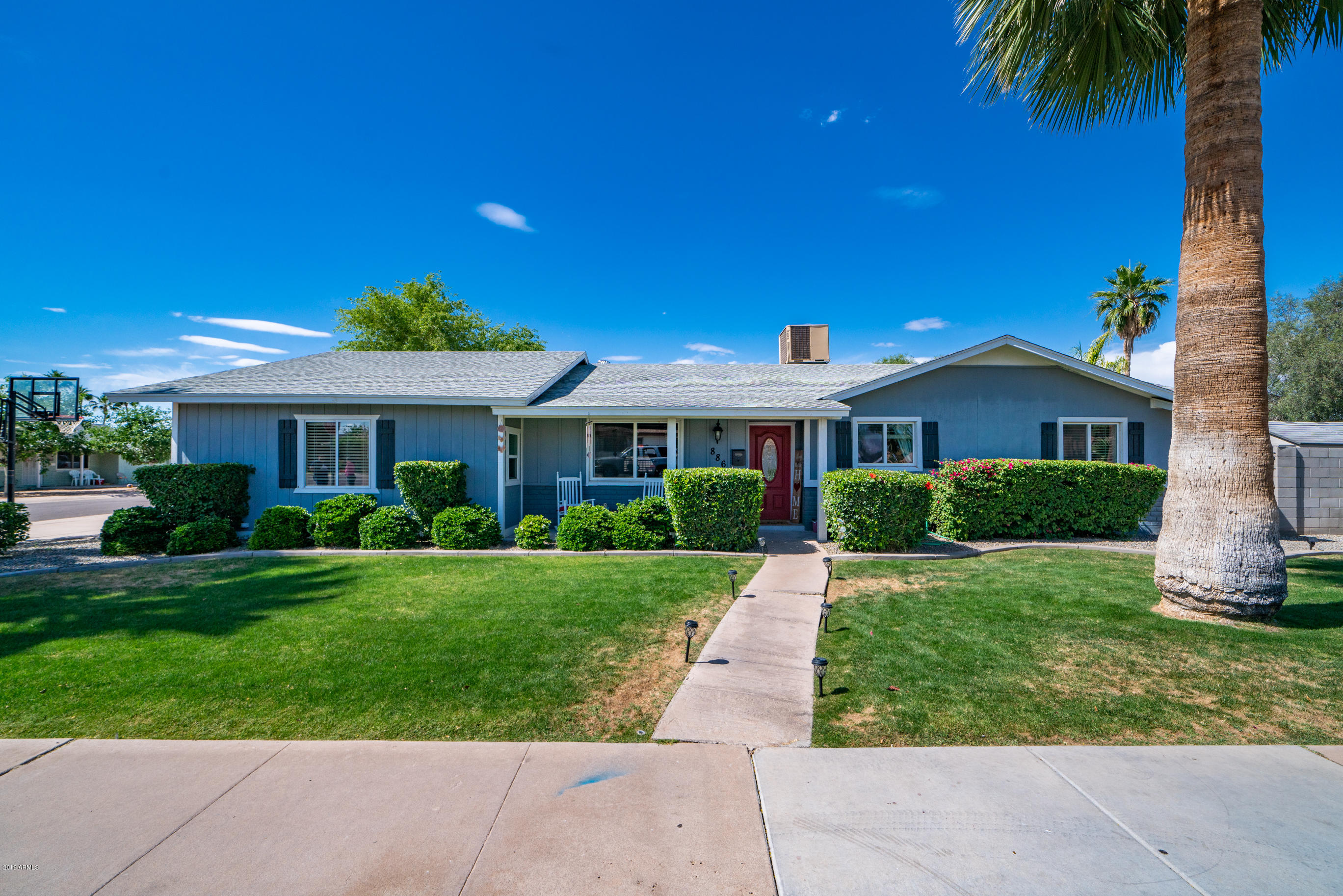 Photo of 886 W DEL RIO Street, Chandler, AZ 85225