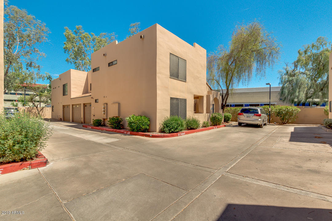 Photo of 5665 W GALVESTON Street #71, Chandler, AZ 85226