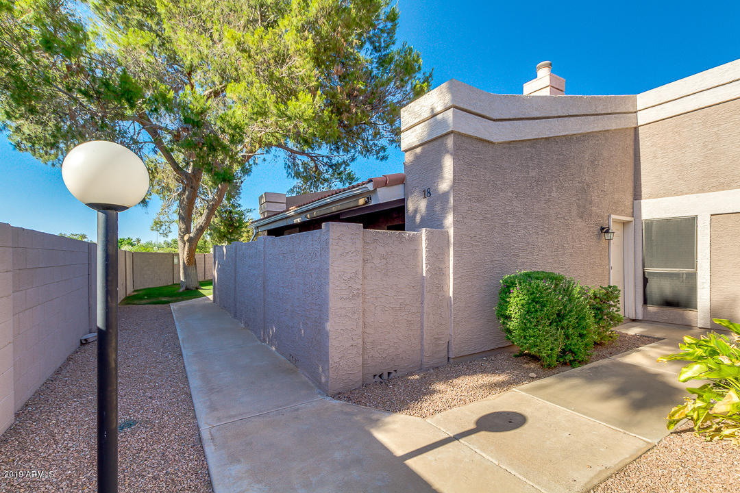 Photo of 1976 N LEMON TREE Lane #18, Chandler, AZ 85224