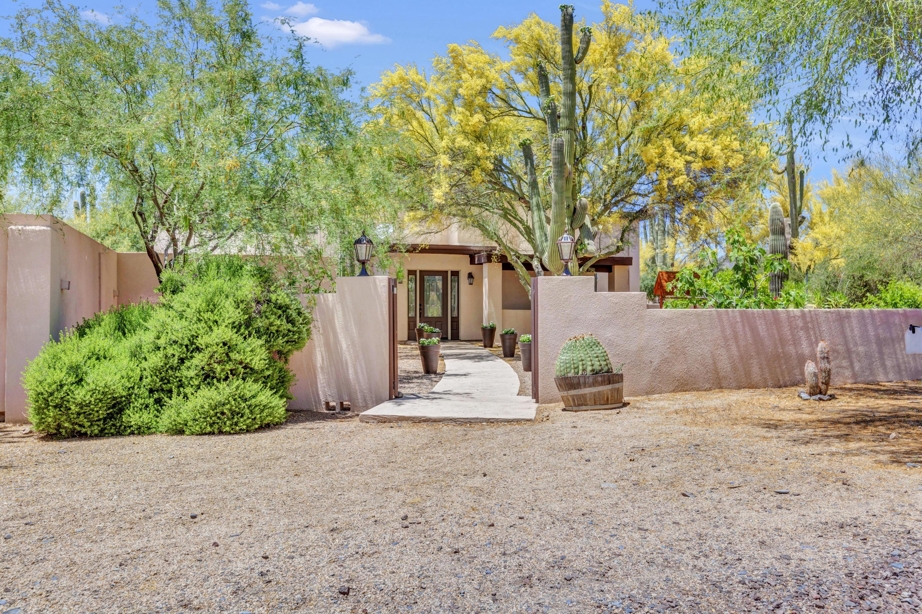 Photo of 6914 E CONTINENTAL MOUNTAIN Drive, Cave Creek, AZ 85331
