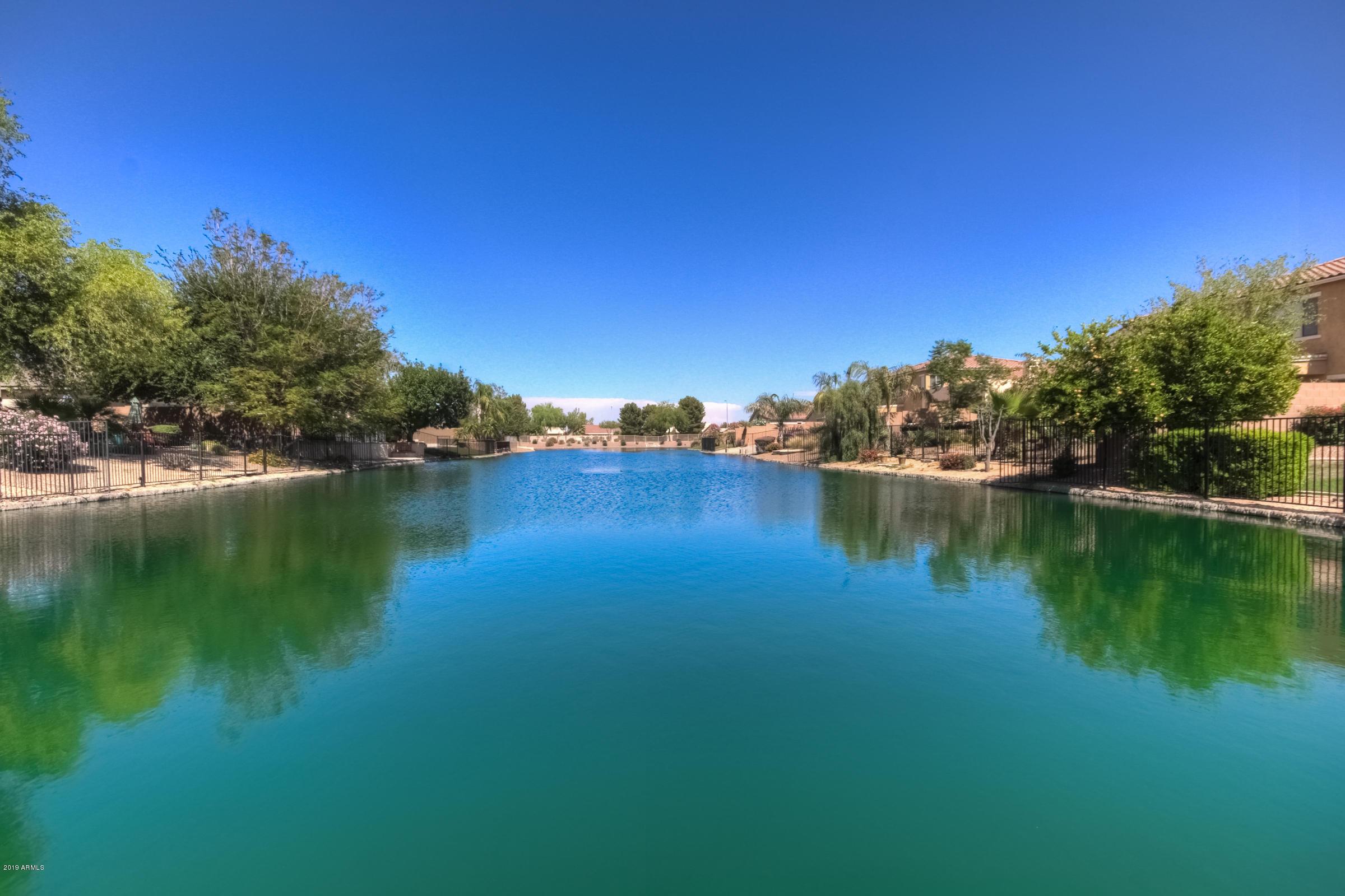 Photo of 928 E INDIAN WELLS Place, Chandler, AZ 85249