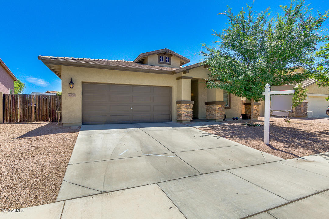 Photo of 4837 S SUMMIT Court, Gilbert, AZ 85298