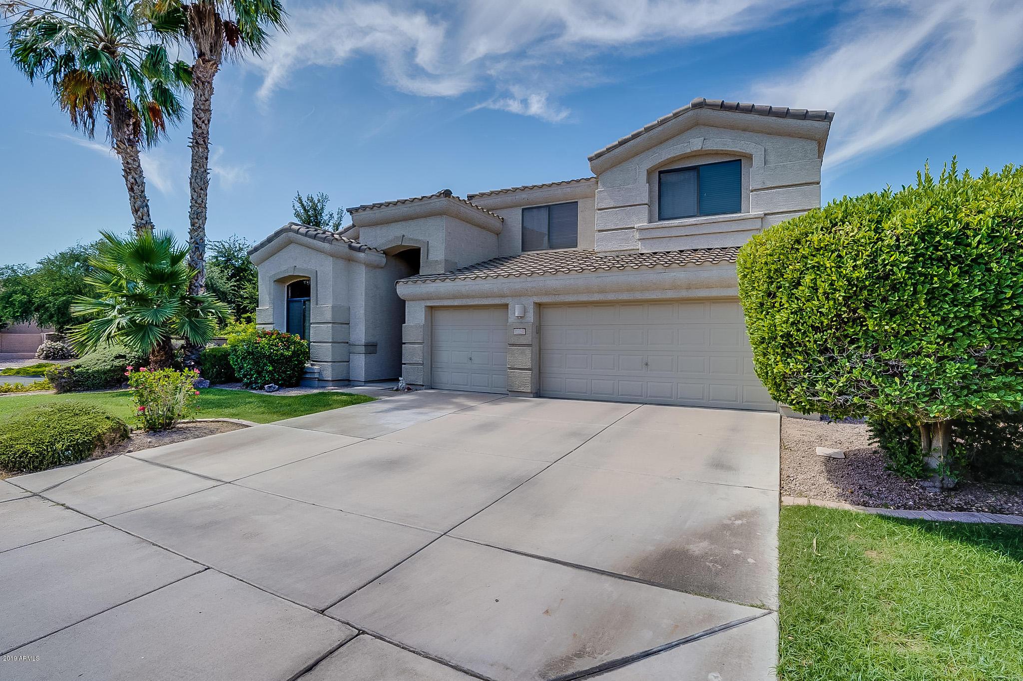 Photo of 692 W HONEYSUCKLE Drive, Chandler, AZ 85248
