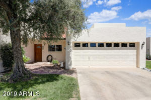 Welcome to lake front living in Litchfield Park!