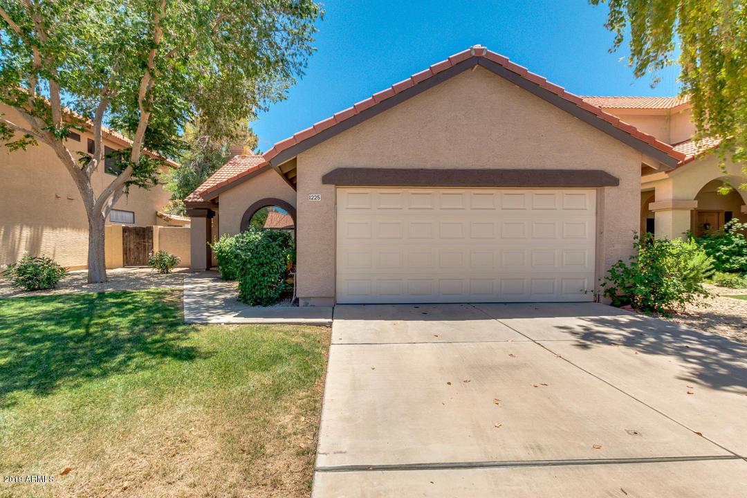 Photo of 1225 W MEDITERRANEAN Drive, Gilbert, AZ 85233