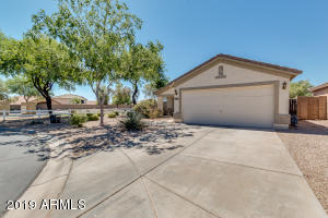 323 E SENNA Way, San Tan Valley, AZ 85143