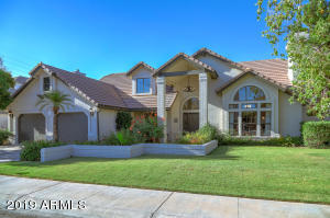2020 E CATAMARAN Drive, Gilbert, AZ 85234