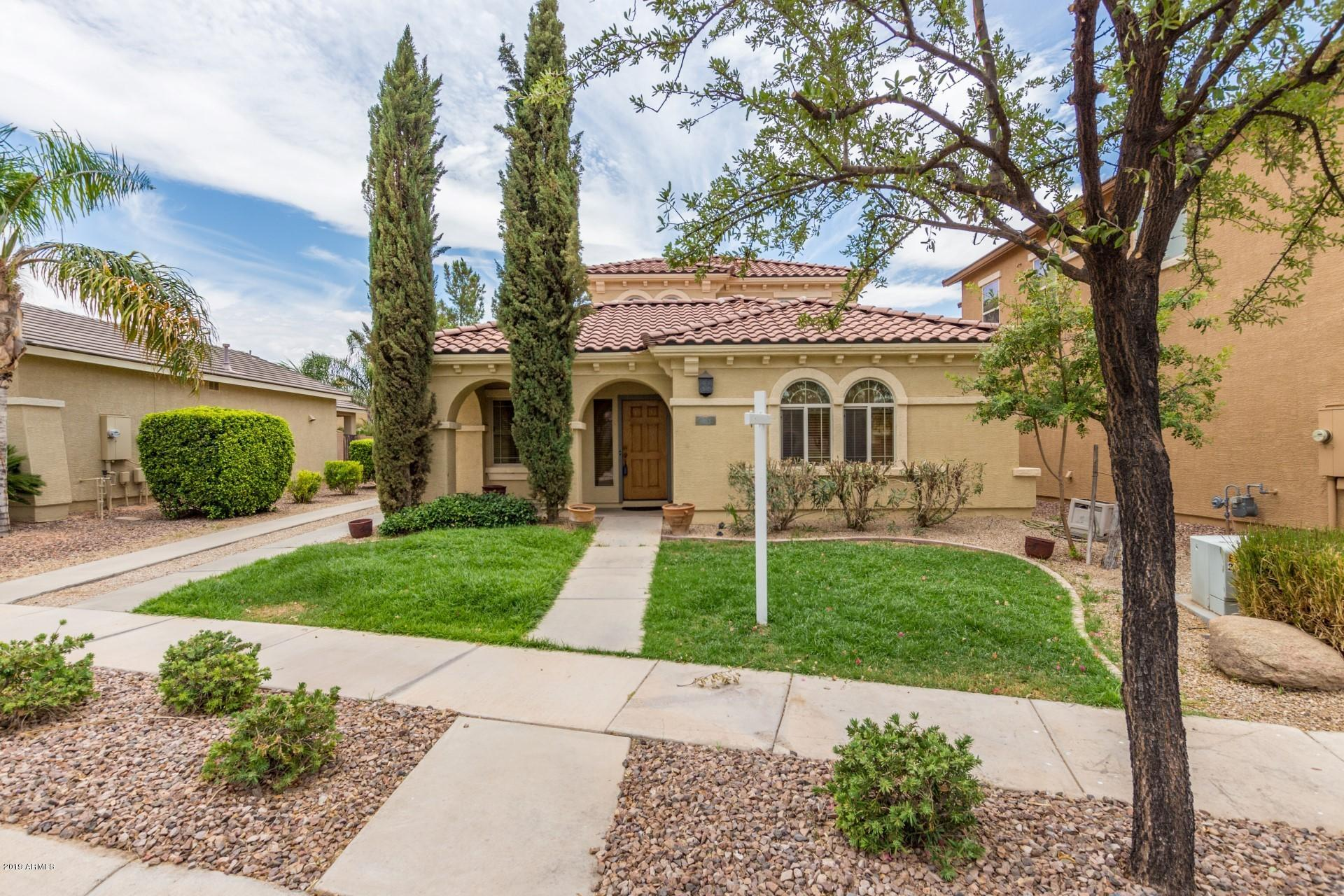 Photo of 863 E WATERVIEW Place, Chandler, AZ 85249