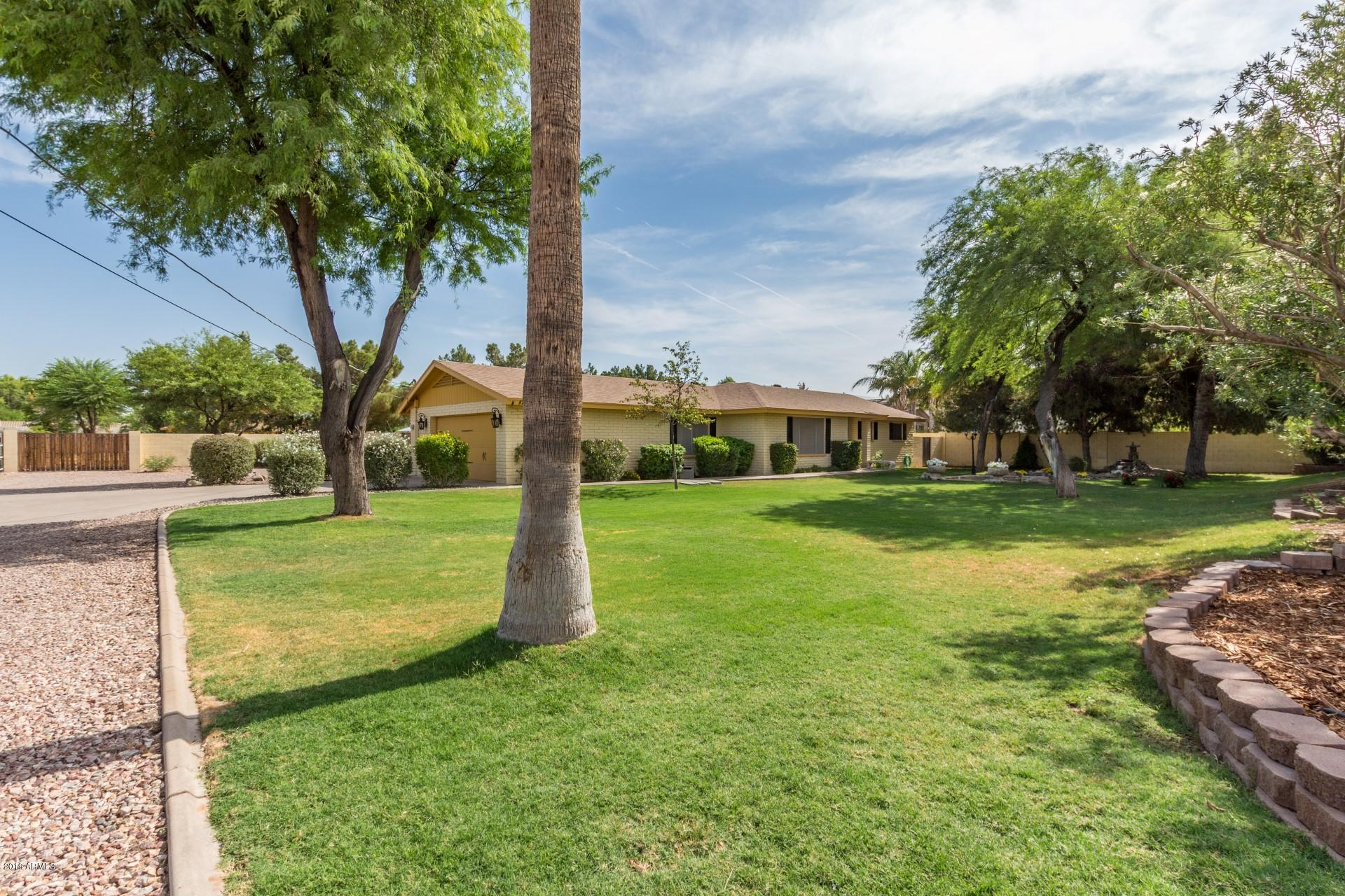 Photo of 870 E WILLIS Road, Chandler, AZ 85286