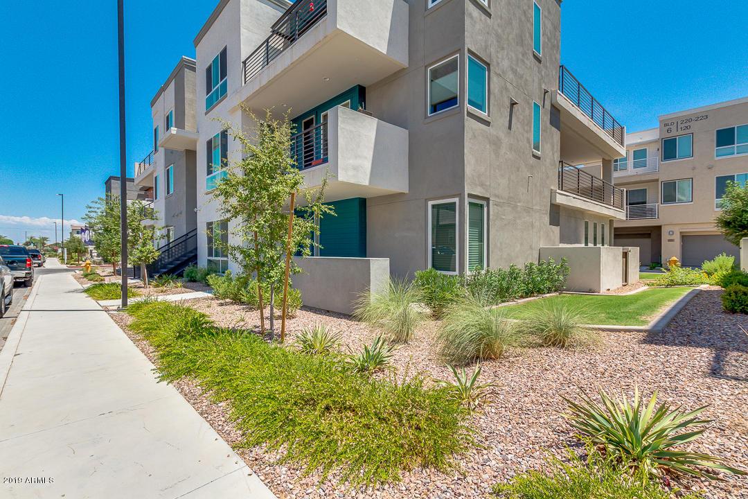 Photo of 1250 N ABBEY Lane #215, Chandler, AZ 85226