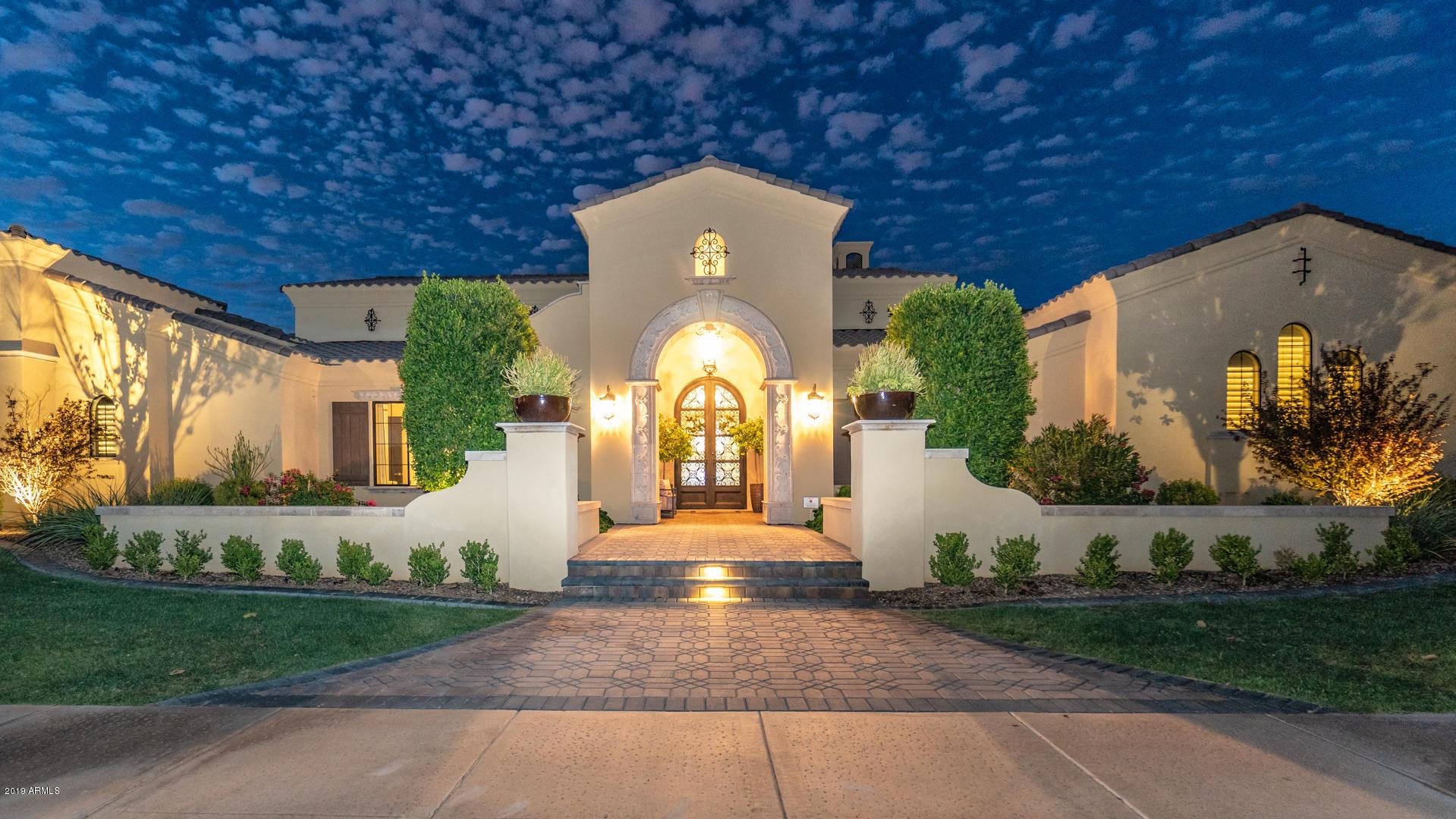 Photo of 525 W HARMONY Place, Chandler, AZ 85248