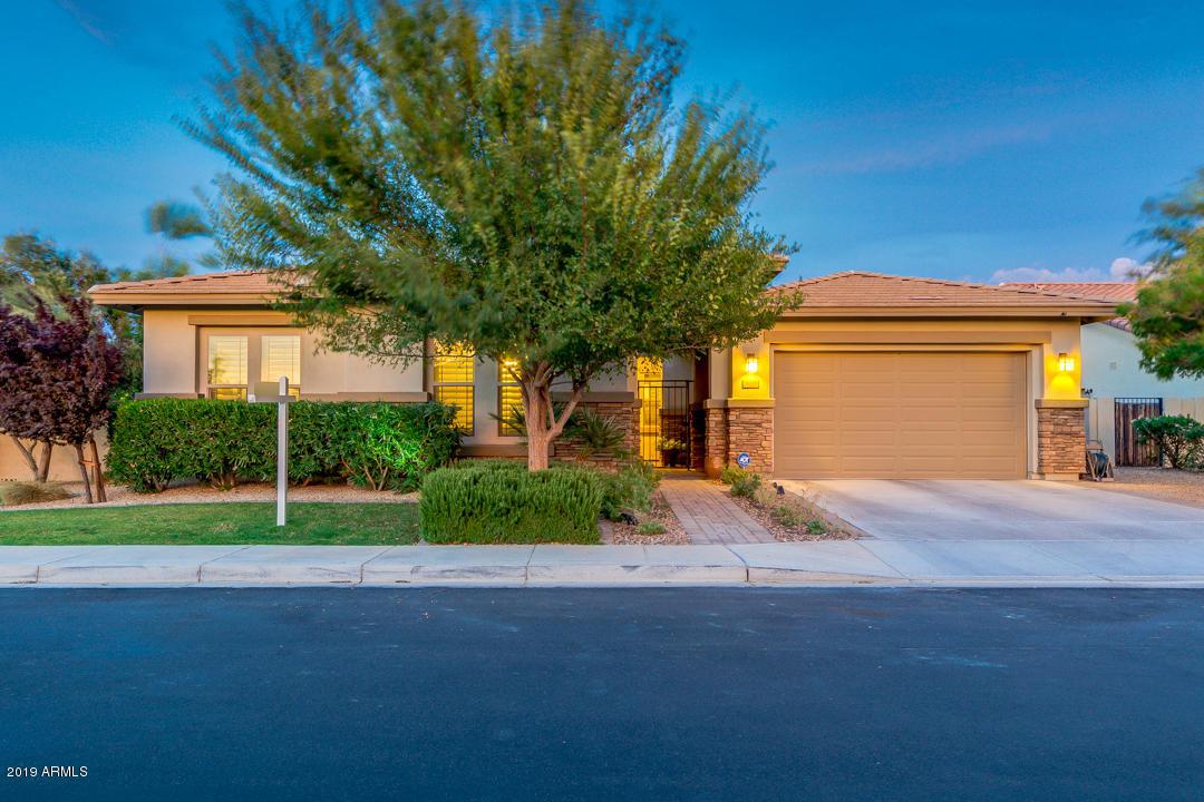 Photo of 6639 S CHAMPAGNE Way, Gilbert, AZ 85298