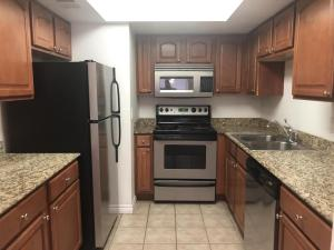 3420 W DANBURY Drive, C 217, Phoenix, AZ 85053