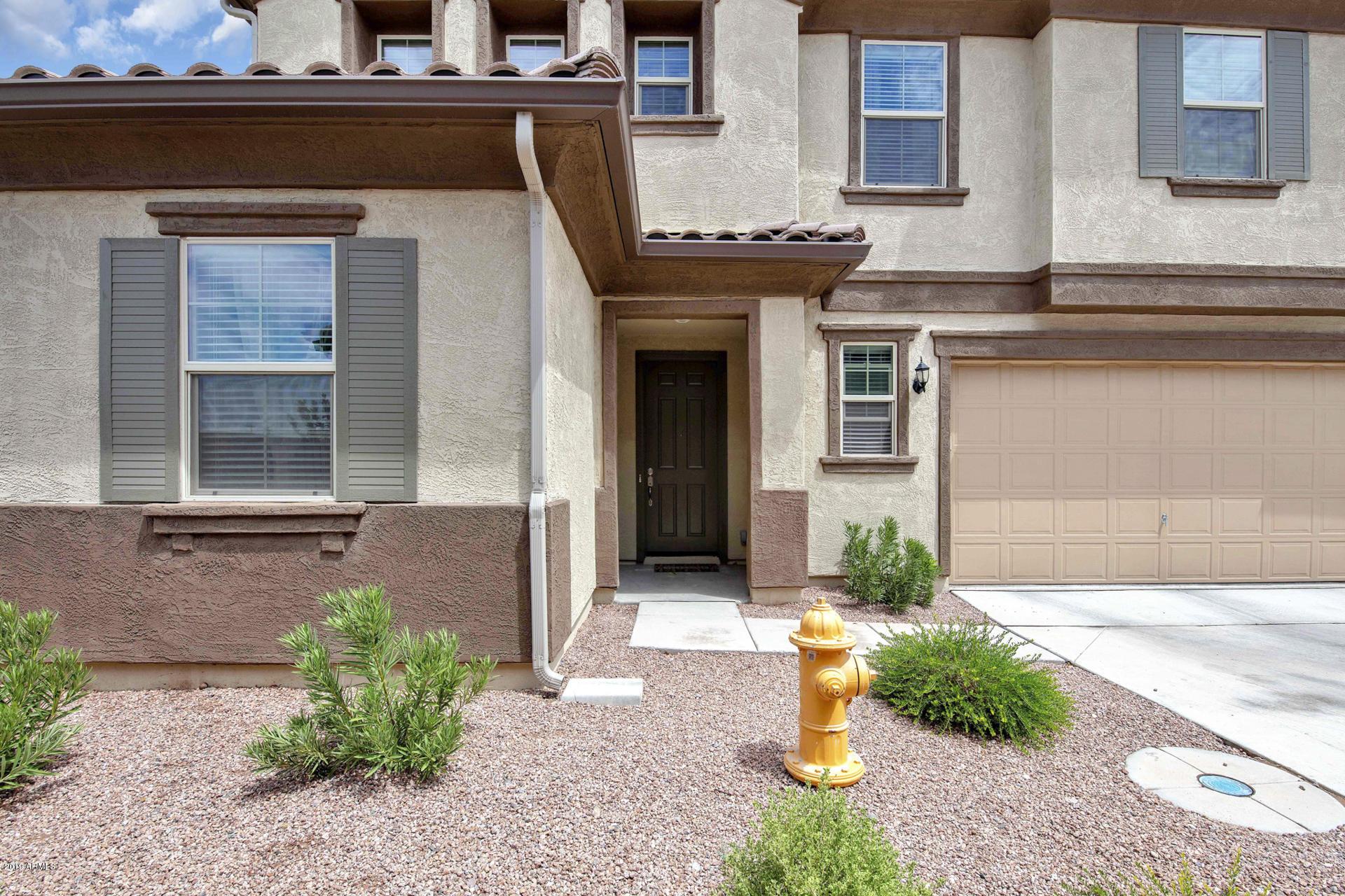 Photo of 2932 S WASHINGTON Street, Chandler, AZ 85286