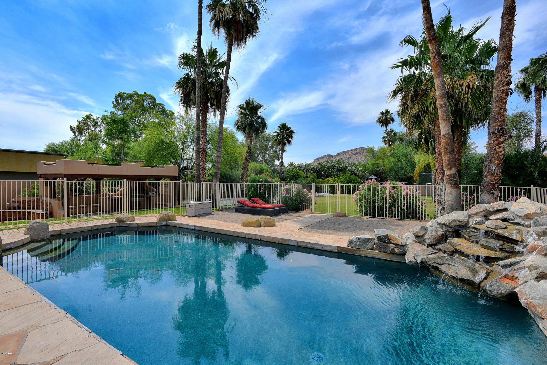 Photo of 5431 E VIA LOS CABALLOS --, Paradise Valley, AZ 85253